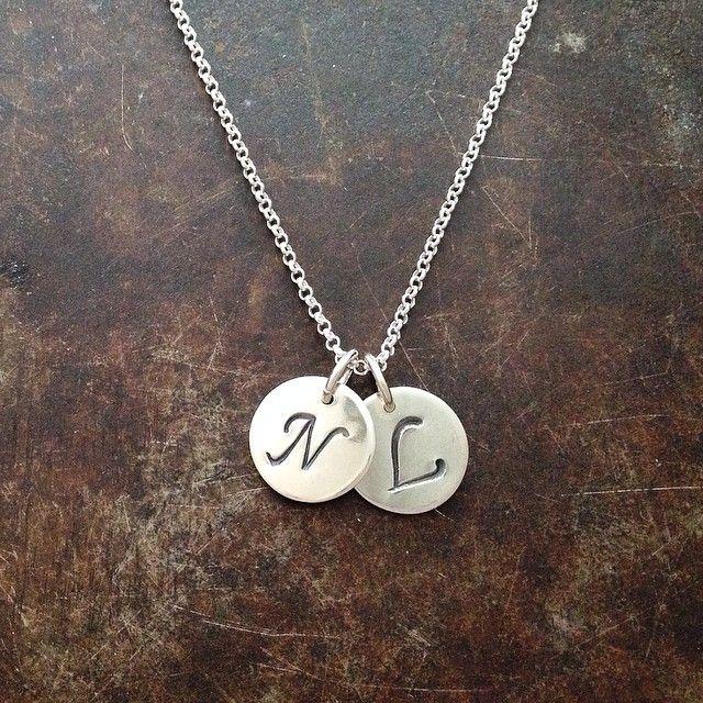 Initialer i sølv