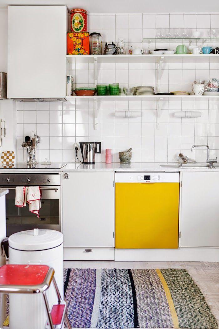 Kolme kotia - Three Homes Tämän päivän kodeista ei puutu värejä eikä mielenkiintoisia sisustusideoita. Koti Ruotsissa - A Home in Swe...