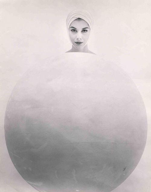 Untitled c. 1953 © Erwin Blumenfeld Family/Courtesy Edwynn Houk Gallery, New York