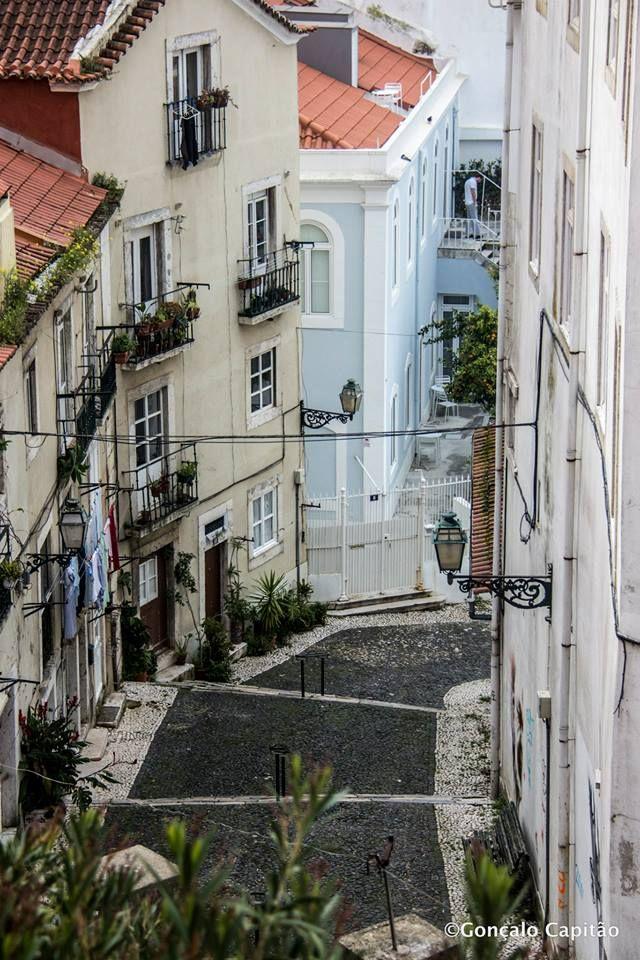 Escadinhas de São Crispim, Alfama, Lisboa.