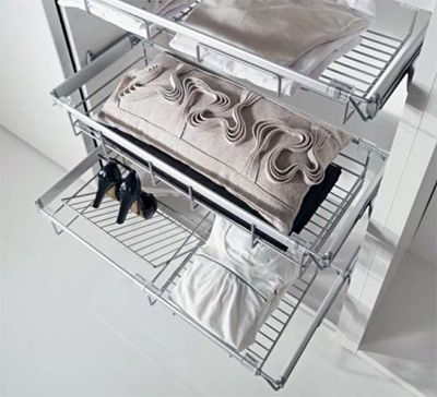 Корзина для обуви в шкафу купе