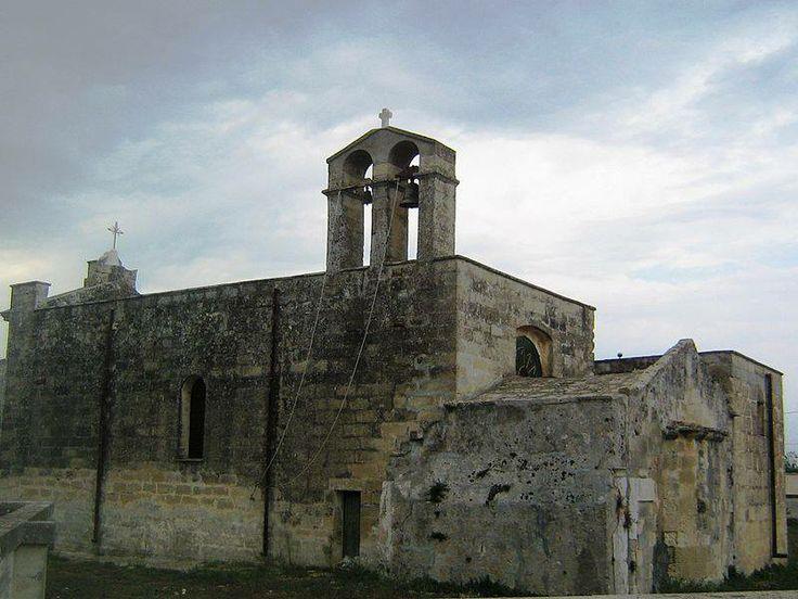 La chiesa di Mater Domini a Bagnolo del Salento (provincia di Lecce), di origine bizantina, fu ricostruita nel 1921 mantenendo dell'antico edificio solo la parte absidale databile tra l'XI e il XIII secolo. Possiede una semplice facciata neoclassica e un interno ad aula unica rettangolare con volta piana.