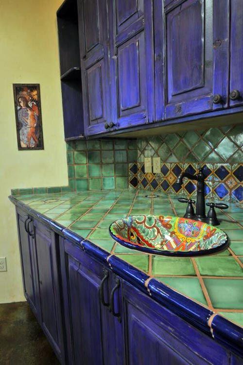 Отличный пример стилизации кухни под мексиканский стиль.