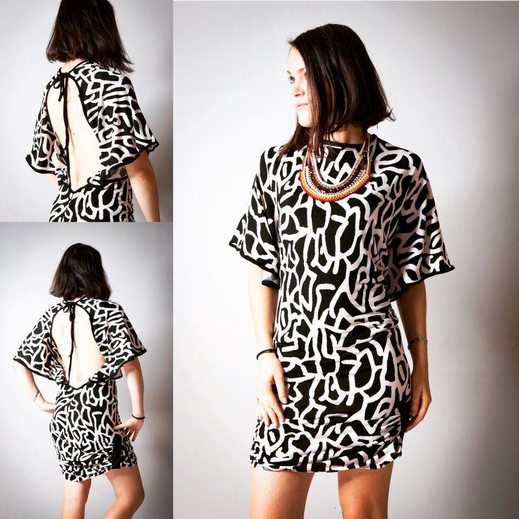 """Robe pour femme """"Inna Jungle"""", courte et moulante, dos nu, noir et blanc, black ans white, party dress, robe du soir, soirée, sexy, ethnic de la boutique AllByK sur Etsy"""