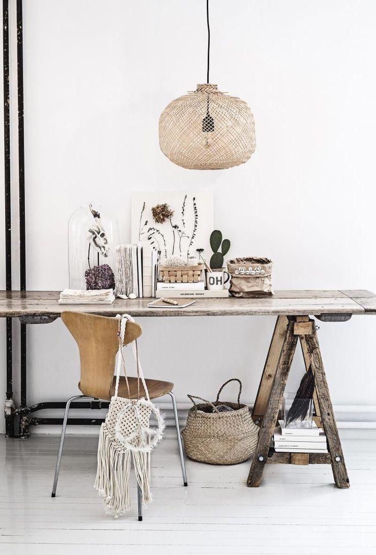 bord, lampe, stol, papirkurv