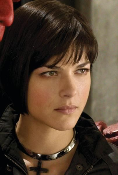 selma blair hair cut in hellboy 2