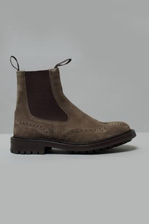 Suede leather perforated Ankle boots Henry from Tricker's. Elastics on the sides. Commando sole. Flint color. Fitting 5. Henry model of Tricker's shoes fit slightly big, we suggest to order half size smaller.