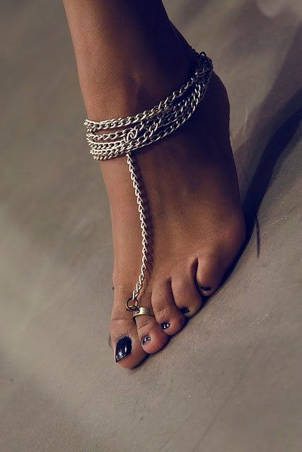 Toe Ring & Anklet as one. I love!