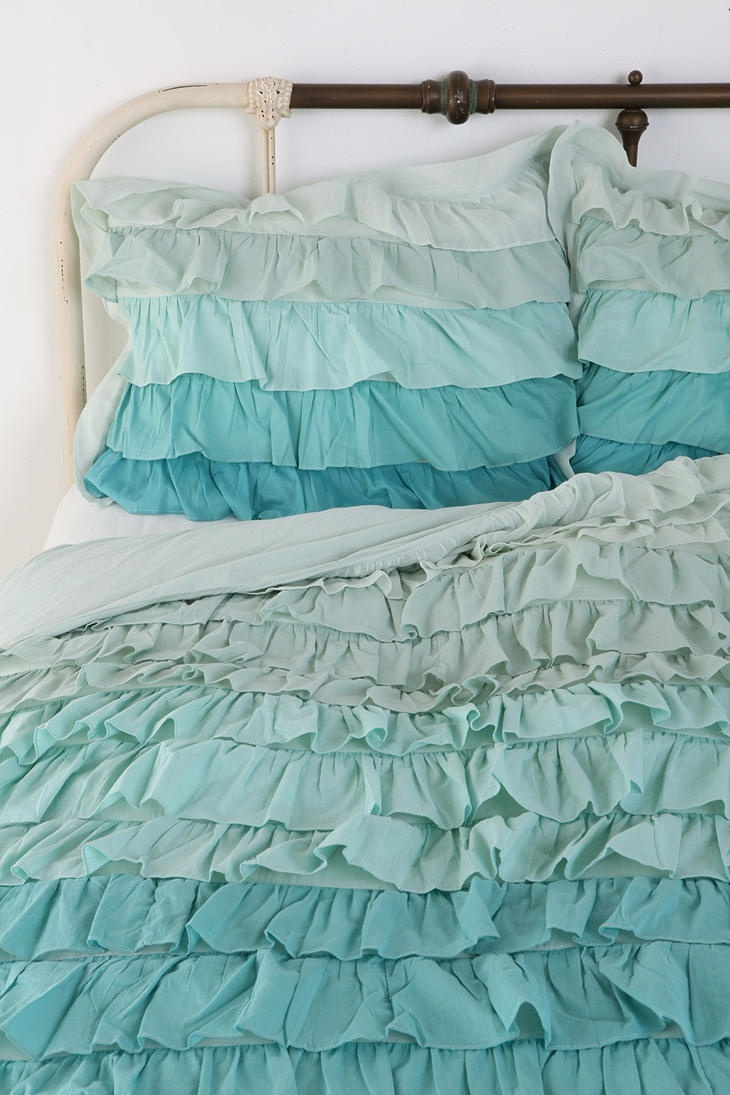 @Rebecca Porter you could make pillowcases & a comforter to match the awesome ruffle shower curtain you made! :D