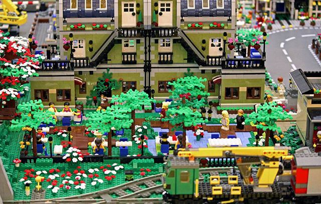 Orasel LEGO - Restaurant si terasa