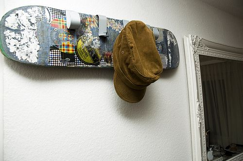 porte manteau skateboard ikea diy pinterest hooks repurposed and snowboards. Black Bedroom Furniture Sets. Home Design Ideas