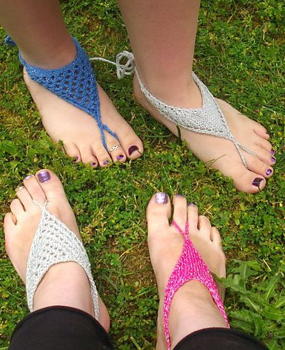 Barefoot Sandals for Women, de Christina Drummond. http://www.ravelry.com/patterns/library/barefoot-sandals-for-women-2-designs-in-1-pattern