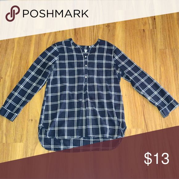 Old Navy Tunic (lg) A dark blue with white large tunic. Pairs nicely with leggings, pants, shorts, capris, and slacks. Old Navy Tops Tunics