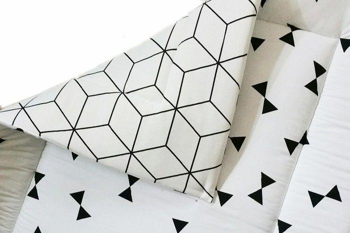 Boxkleed wit met zwart. Stijlvolle boxkleden voor jouw interieur shop je bij Ukje. ♥ www.ukje.nl #UKJE #boxkleed