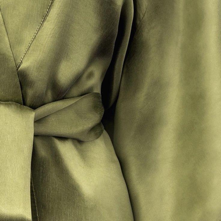 Olive 🍸#satin #sandwashed #unique #texture #kimono #olive #cupro #quality #premium #pureform #minimal #nowon #sale #flashsale #shopnow #shoponline #moyestore #moyehomewear