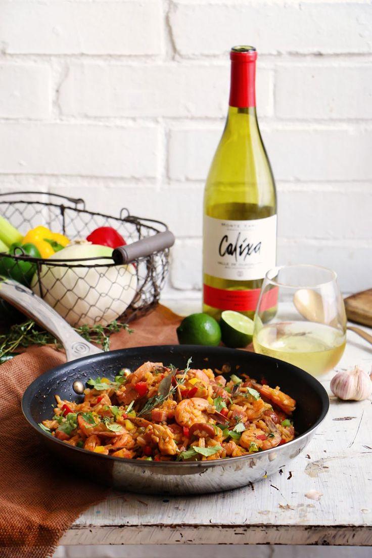 Este plato de arroz con pollo, camarones, salchich y jamón es uno de los platos más distintivos de la cocina cajún, especiado y picante.