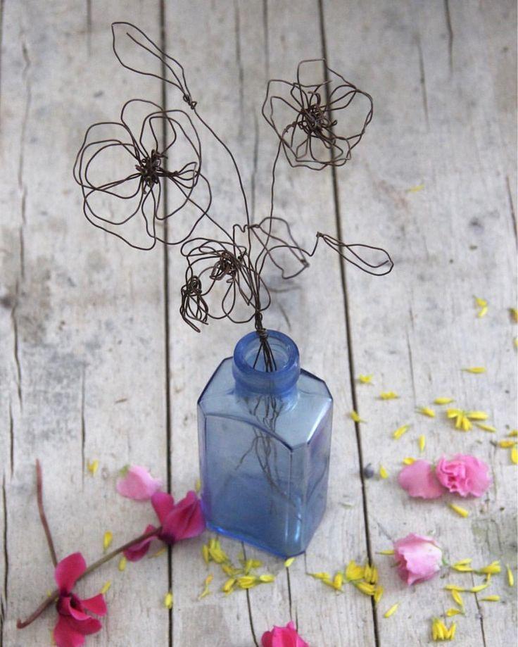 """""""Mi piace"""": 234, commenti: 10 - Daniela Corti•Wire & Textile (@filidipoesia) su Instagram: """"Here they are!! Flowers are now available in my shop 🌷🌸 direct link in my bio ⏫ I primi fiori della…"""""""