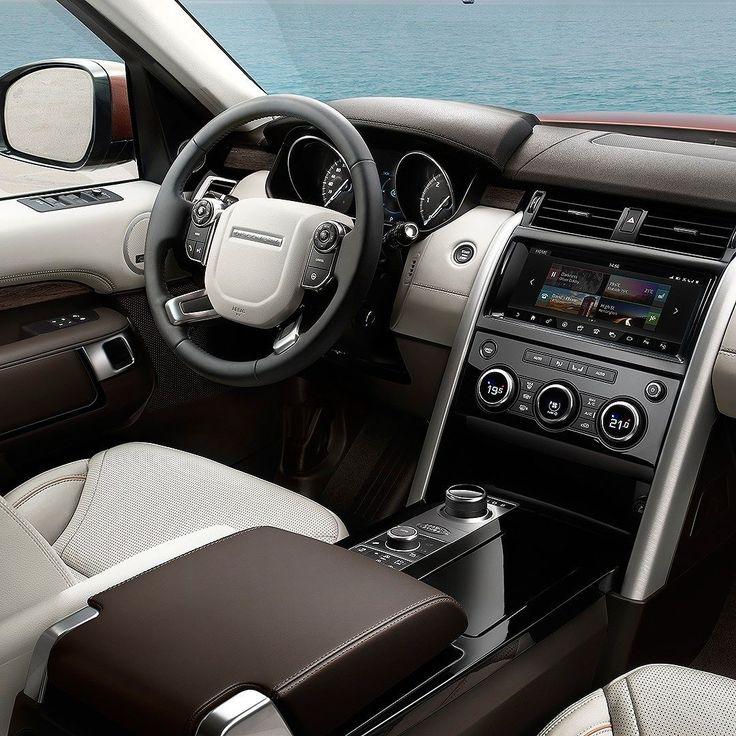 Land Rover Discovery 2017 Com estrutura monobloco e intenso uso de alumínio ficou mais leve que o anterior.  São 497 metros de comprimento e 292 m de distância entre-eixos para acomodar sete passageiros. Interior ficou ainda mais luxuoso.  O SUV também tem o sistema InControl Touch Pro acessado por um tela de 10 polegadas. Possui possui navegação TV nove entradas USB conexão 3G  e Wi-Fi além de som premium.  O novo Discovery será disponível em três motores a diesel e uma a gasolina:  2.0…