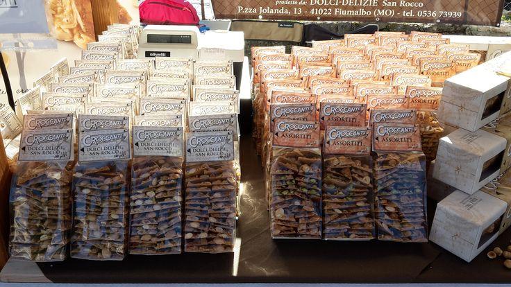 Sulla sinistra Sacchettini di Croccante Tradizionale alla Mandorla, sulla destra Sacchettini di Croccante Assortiti. Per tutte le info ---> http://www.croccantedolcidelizie.com/