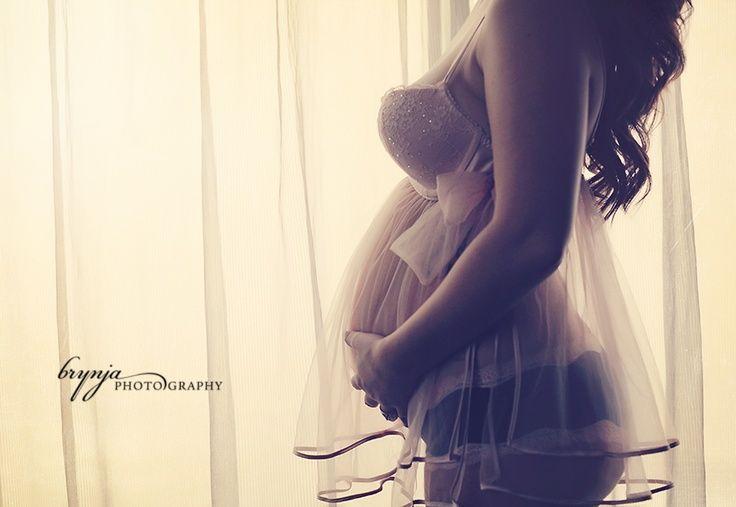 Maternity boudoir @KaylinHallameyer ut oh! ;D