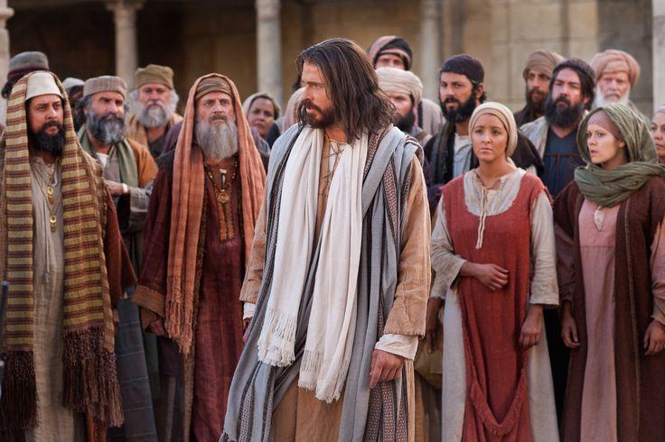 «Gracias a la constancia salvarán sus vidas»  LECTIO DIVINA DOMINICAL XXXIII DEL TIEMPO ORDINARIO CICLO C  TEXTO BÍBLICO: Lucas 21, 5-19  21,5: A unos que elogiaban las hermosas piedras del templo y la belleza de su ornamentación, Jesús les dijo: 21,6: —Llegará un día en que todo lo que ustedes contemplan será derribado sin dejar piedra sobre piedra.