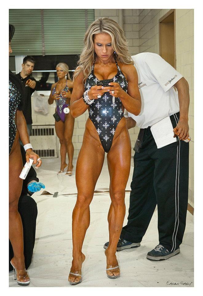 #Fitnessmodel Monica Brant mit über 40 in #Wettkampfform :) Der #Fatburner direkt aus der Hölle - Hellfire EPH 150: http://shredded-n.fit/20jC1tR