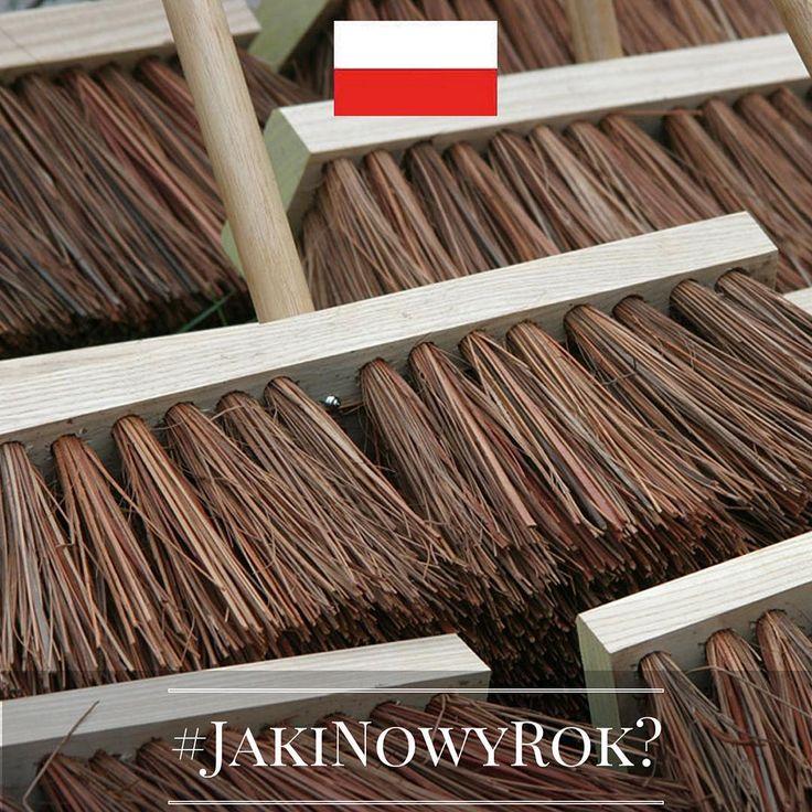 Jaki będzie Nowy Rok? Tego jeszcze nie wiemy, ale znamy ciekawe sylwestrowe i noworoczne zwyczaje europejczyków. Chcecie je poznać? Śledźcie naszą instakampanię każdego dnia, aż do 1 stycznia 2016 r. Wejdźmy w nowy, 2016 rok razem z nadzieją i uśmiechem!  Dzień 1 - Polska! Czy wiecie, że w Sylwestra nie powinno się sprzątać mieszkania? Zamiatanie może, według dawnych polskich zwyczajów, klechd i tradycji, wykurzyć czające się na przyszły rok szczęście!  #JakiNowyRok? #KE #UE #Zwyczaje…
