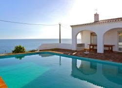 Garba Blue Villa with Seaview in Algarve for Vacation Rentals. Enjoy your holidays in sunny Algarve in front of the sea in one of the most exclusive beaches in Praia da Luz, Lagos, Algarve, Portugal. Everything at Warmrental.com