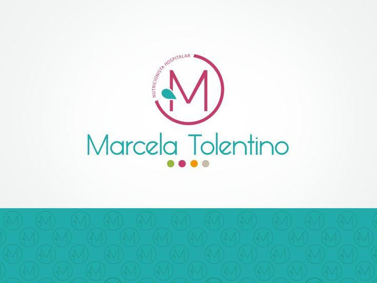 """A nutricionista Marcela Tolentino queria um logotipo fora do comum das nutricionistas, sem um símbolo ligado à alimentação, mas que também representasse saudabilidade. Desenvolvemos um logo moderno e leve, onde tudo gira em torno de ciclos que é preciso percorrer para uma vida mais saudável. Cada ponto colorido pode ser visto como uma meta, uma etapa, uma escolha... A gota representa a água, primeiro """"alimento"""" indispensável que o corpo necessita, elemento principal de uma vida saudável…"""