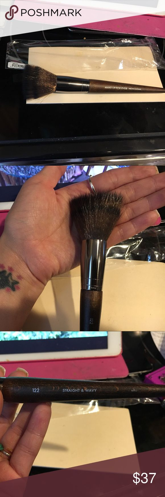 Makeup Forever pro  brush #122 'straight & wavy' Softest brush ever! NIB(bag) taken out only once to for picture reasons; otherwise have never taken it out before. Wat it is: Lg.foundation brush to create a lightweight airbrush effect. versatile brush used for varying applic tech. Delicate/flexible/soft end allows for translucent foundation result while firmness allows u to build coverage if desired. (See last picture for more brush information) so worth it!! 💋 Makeup Forever Makeup Brushes…