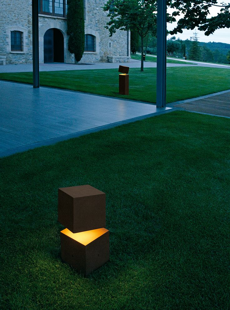 Break outdoor light designed by Xuclà & Alemany. http://www.vibia.com/en/lamps/show/id/410610/outdoor_lamps_break_4106_design_by_xucla_alemany.html?utm_source=pinterest&utm_medium=organic&utm_campaign=break