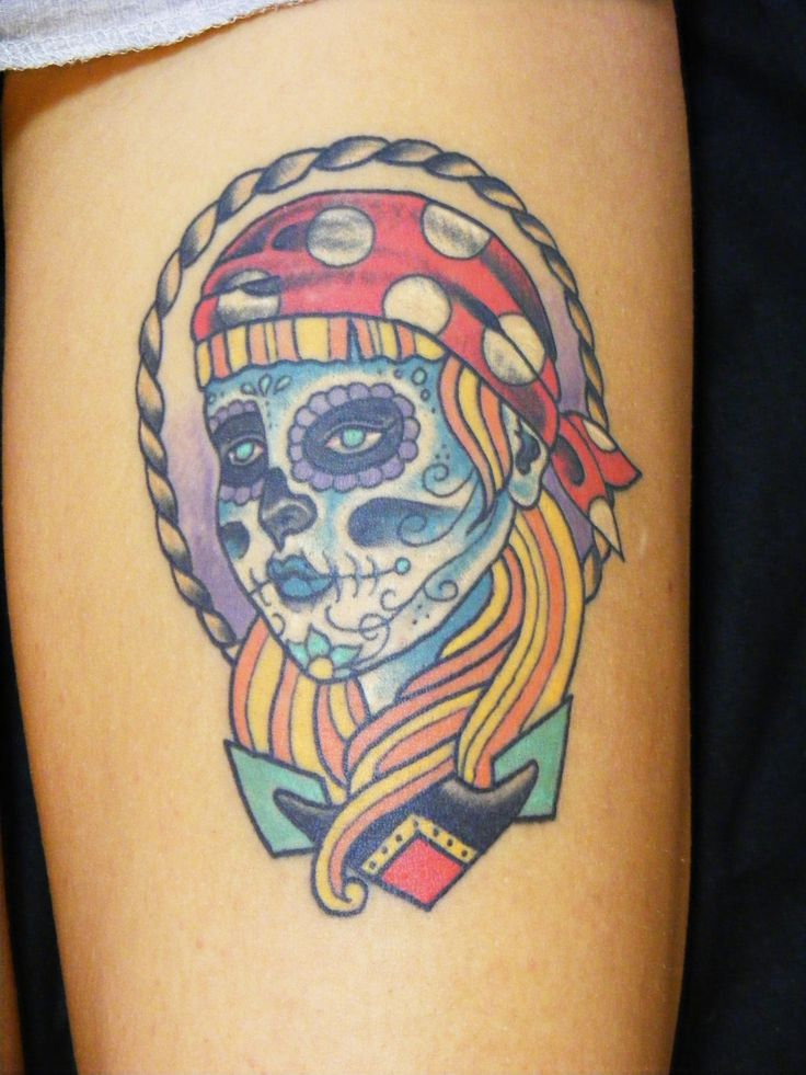 Piratessa tradizionale su coscia - Old school pirate woman head on thigh  #tattoo #taditionaltattoo #oldschooltattoo #piratetattoo #tatuaggiotradizionale