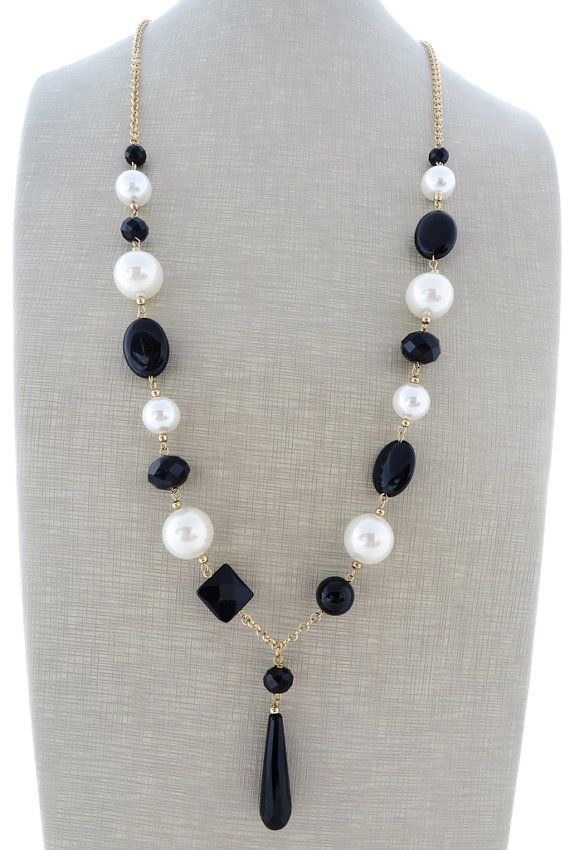 White pearl necklace black onyx necklace beaded by Sofiasbijoux