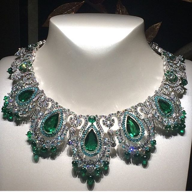 Incredible Zambian Emerald Vancleef necklace is my Ultimate Emerald Goals!       Beautifully captured by @vincenttallot  #JewelryJournal