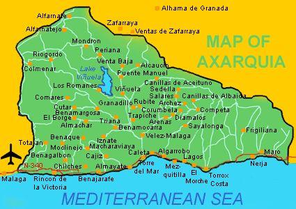 Het dorp ligt in het gebied De Axarquia. Ook met de auto kan je deze streek verkennen, zie http://www.reisgidsmalaga.nl/axarquia-routes/.