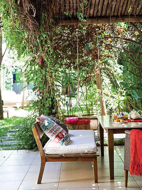 Un jard n para disfrutar en compa a p rgola de madera - Pergolas para jardines pequenos ...