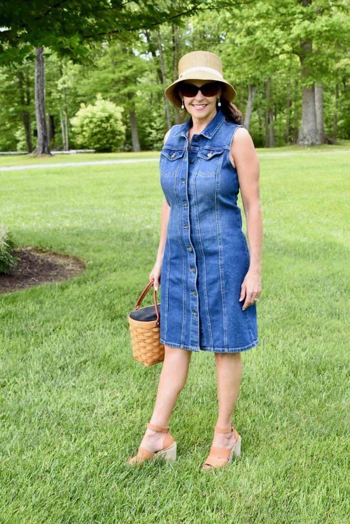 Styling a Summer Denim Dress | Denim dress summer, Denim dress ...