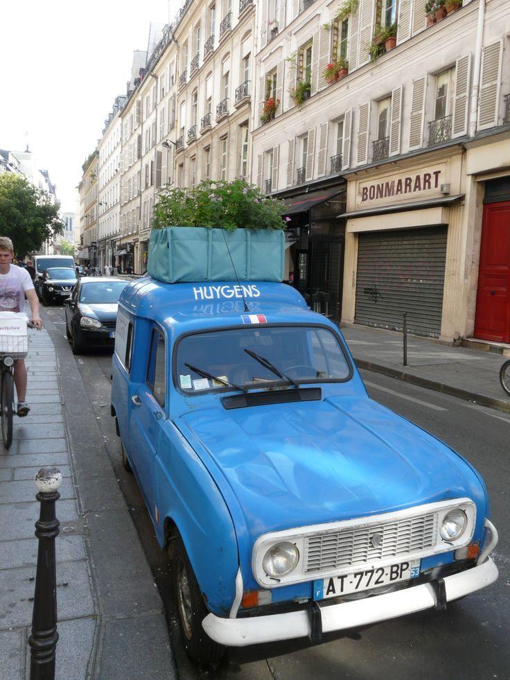 Mijn collega was op reis in Parijs en spotte deze mobiele daktuin. Hoe leuk is dit?!  #daktuin