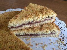 La sbriciolata alla marmellata è un dolce con base di frolla, farcito con…