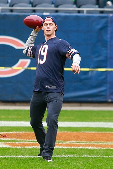 Jonathan Toews throws the football before Sunday's Bears game. #Blackhawks