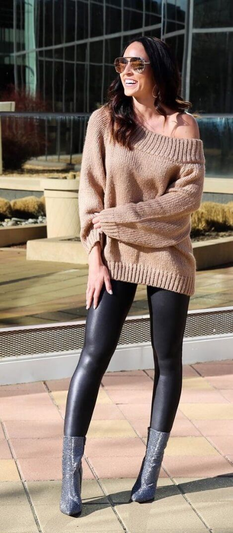 Take the off-the-shoulder trend up a style notch by matching it with skintight leather leggings and gray suede boots. #leggings #winteroutfits #winterfashion