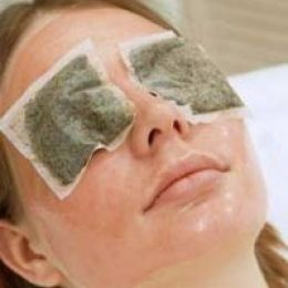 Chamomile tea bags can help reduce dark circles and puffiness around the eyes because of its anti-inflammatory properties. <- previous pinner