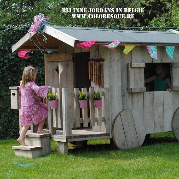 pipowagen speelhuisje voor in de tuin, origineel houten speelhuisje in de tuin…