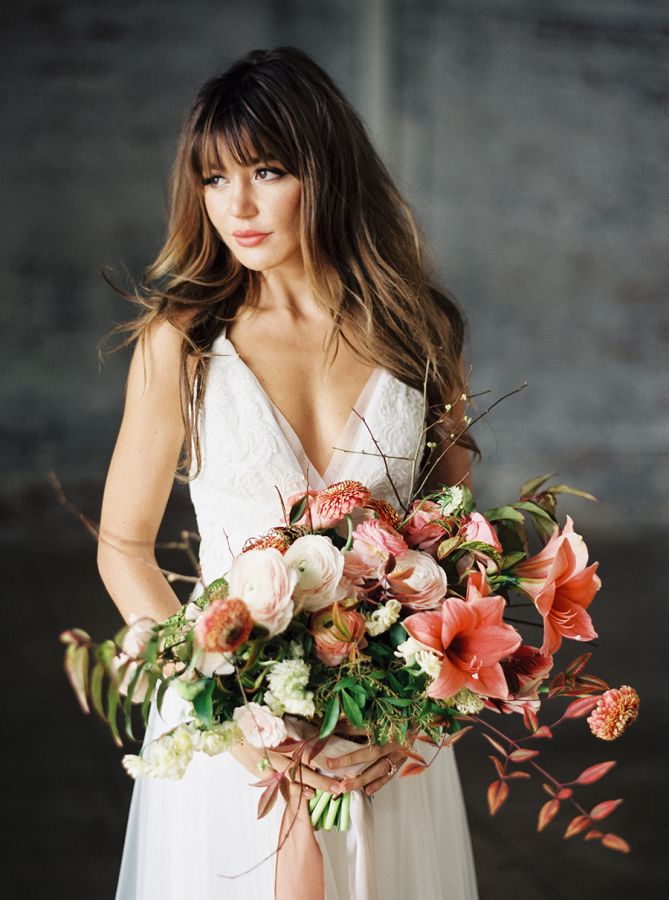 Modern coral hued bouquet: http://www.stylemepretty.com/little-black-book-blog/2016/04/01/modern-wedding-inspiration-with-chic-copper-touches/ | Photography: Luna de Mare - http://www.lunademarephotography.com/
