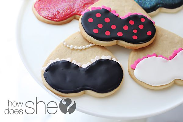 Decorate heart shaped cookies with your 'breast' ideas! So cute-- love the pearls!
