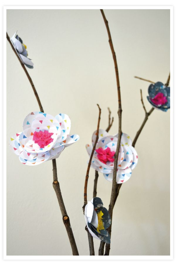 Redonnez vie aux branches du jardin avec le joli DIY florale de http://roseetvert.blogspot.fr/ #DIY #fleur #branche #papier