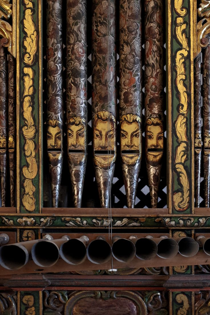 Hand painted organ pipes that strike me as comical.  Surprised that they are in a church, in San Jerónimo Tlacochahuaya, Oaxaca MX.  Would love to see the entire chamber.