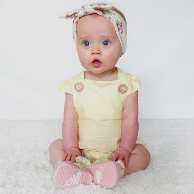 http://lillyandlace.com.au/product/topknot-headband-pretties/ Ivory floral stretchy soft baby headband topknot