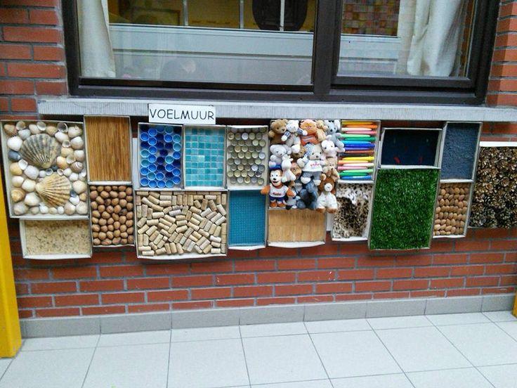 Voelmuur van marleen feyaerts leuk voor op de speelplaats for Garden design ideas for disabled