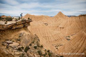 Randonnée à la Piskerra dans le désert des Bardenas en Espagne. Plus de photos : http://www.randozone.com/outdoor/1425/topo-randonnee-boucle-piskerra-bardenas